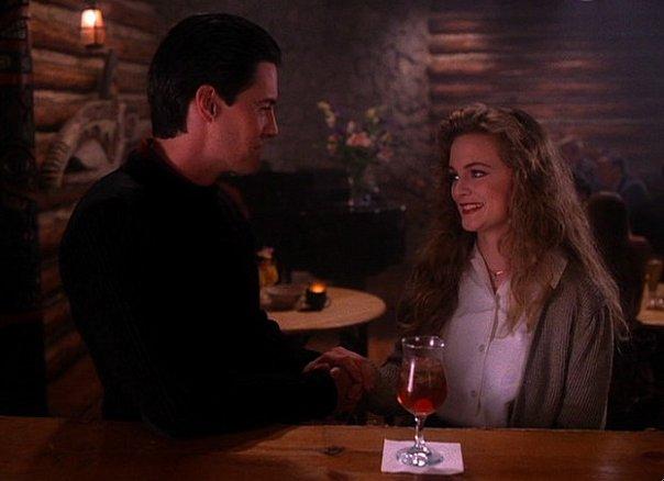 Coop (Kyle MacLachlan) and Annie (Heather Graham)