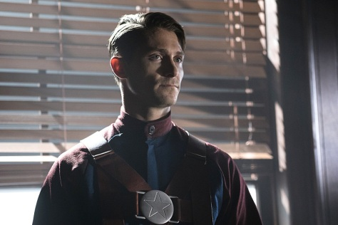 """DC's Legends of Tomorrow --""""The Justice Society of America""""-- Image LGN202b_0036.jpg -- Pictured: Matthew MacCaull as Commander Steel -- Photo: Katie Yu/The CW -- © 2016 The CW Network, LLC. All Rights Reserved."""