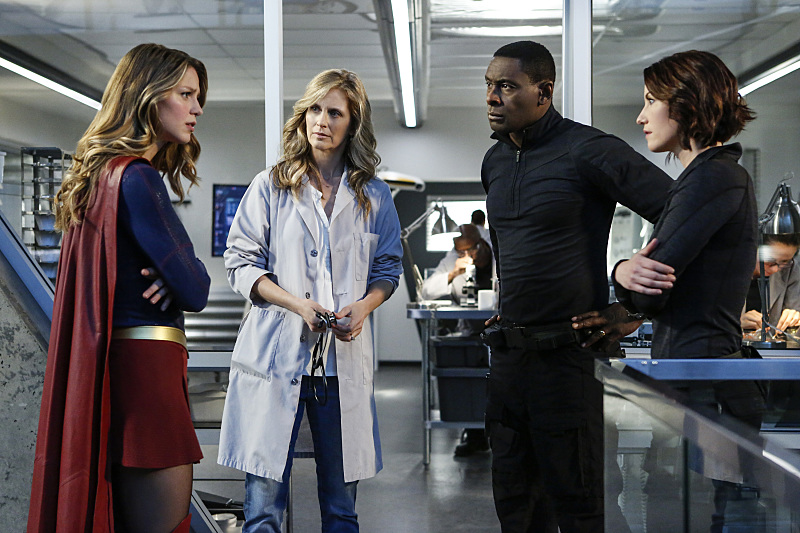 "Supergirl -- ""Medusa"" -- Image SPG208a_0082 -- Pictured(L-R): Melissa Benoist as Kara/Supergirl, Helen Slater as Eliza Danvers, David Harewood as Hank Henshaw and Chyler Leigh as Alex Danvers -- Photo: Bettina Strauss/The CW -- © 2016 The CW Network, LLC. All Rights Reserved"