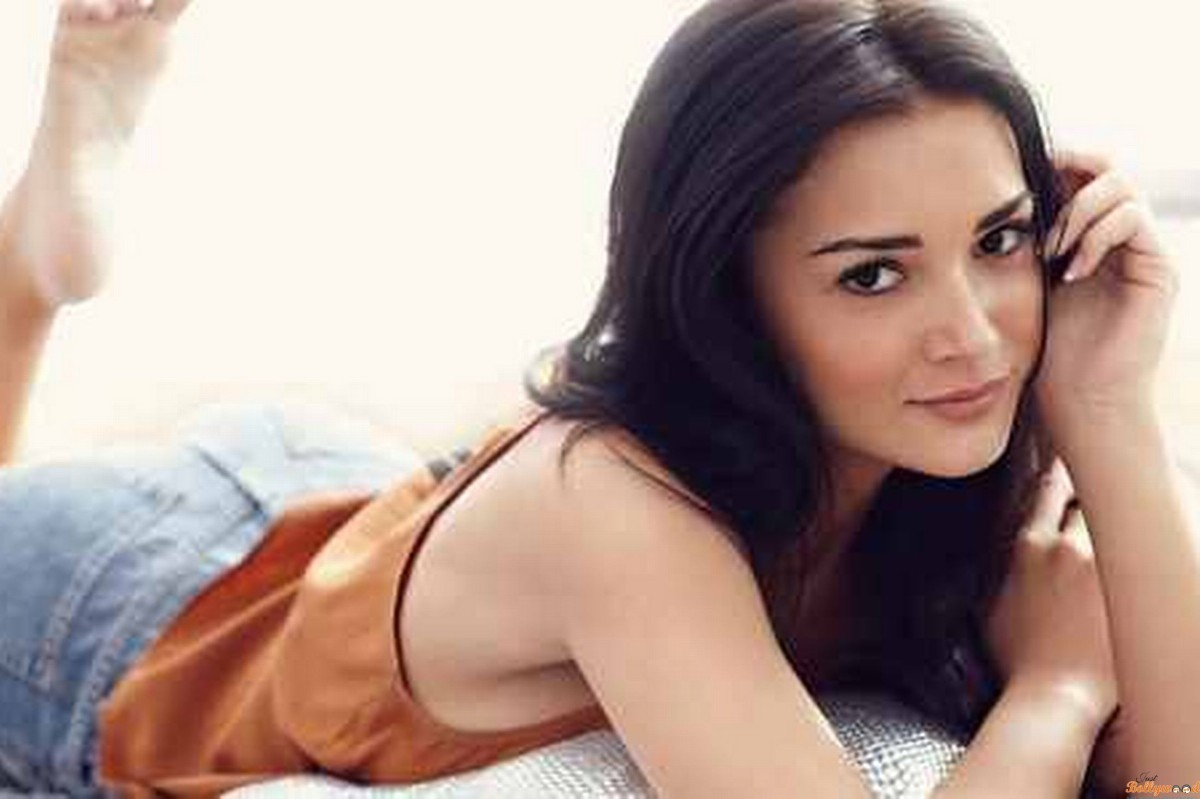 Amy Jackson cast as Saturn Girl in Supergirl